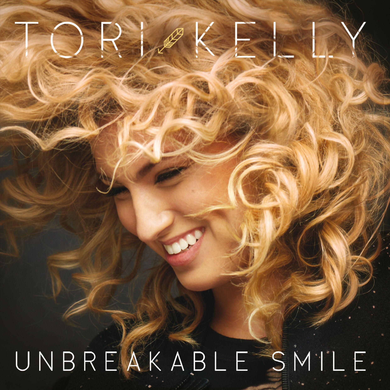 Tori-Kelly-Unbreakable-Smile-Deluxe-Version-mikrofwno.gr