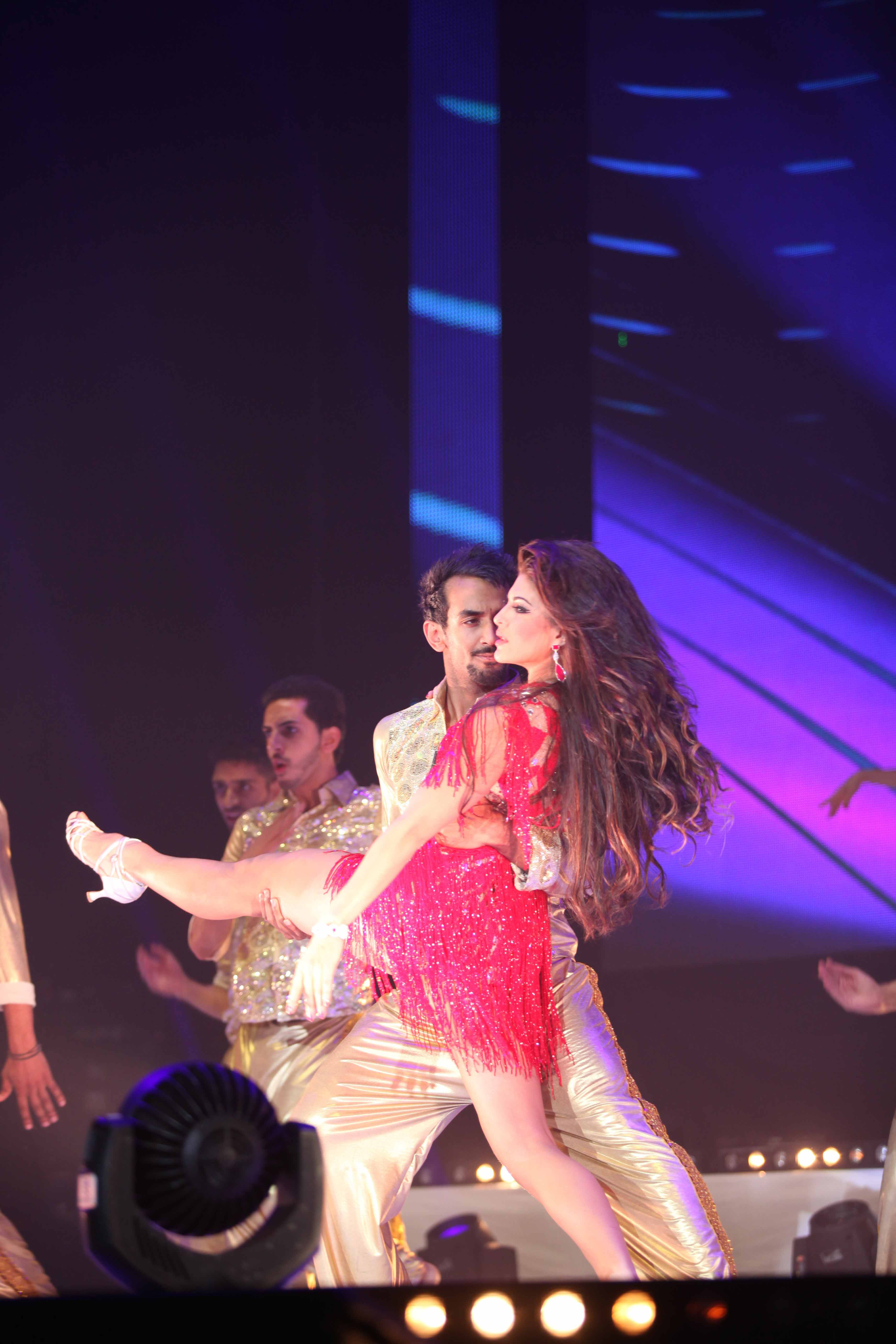naz-live-on-stage-with-jacqueiline